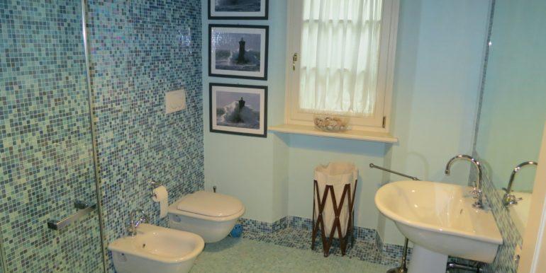villa azzurra 54 bagno camera piano interrato -min