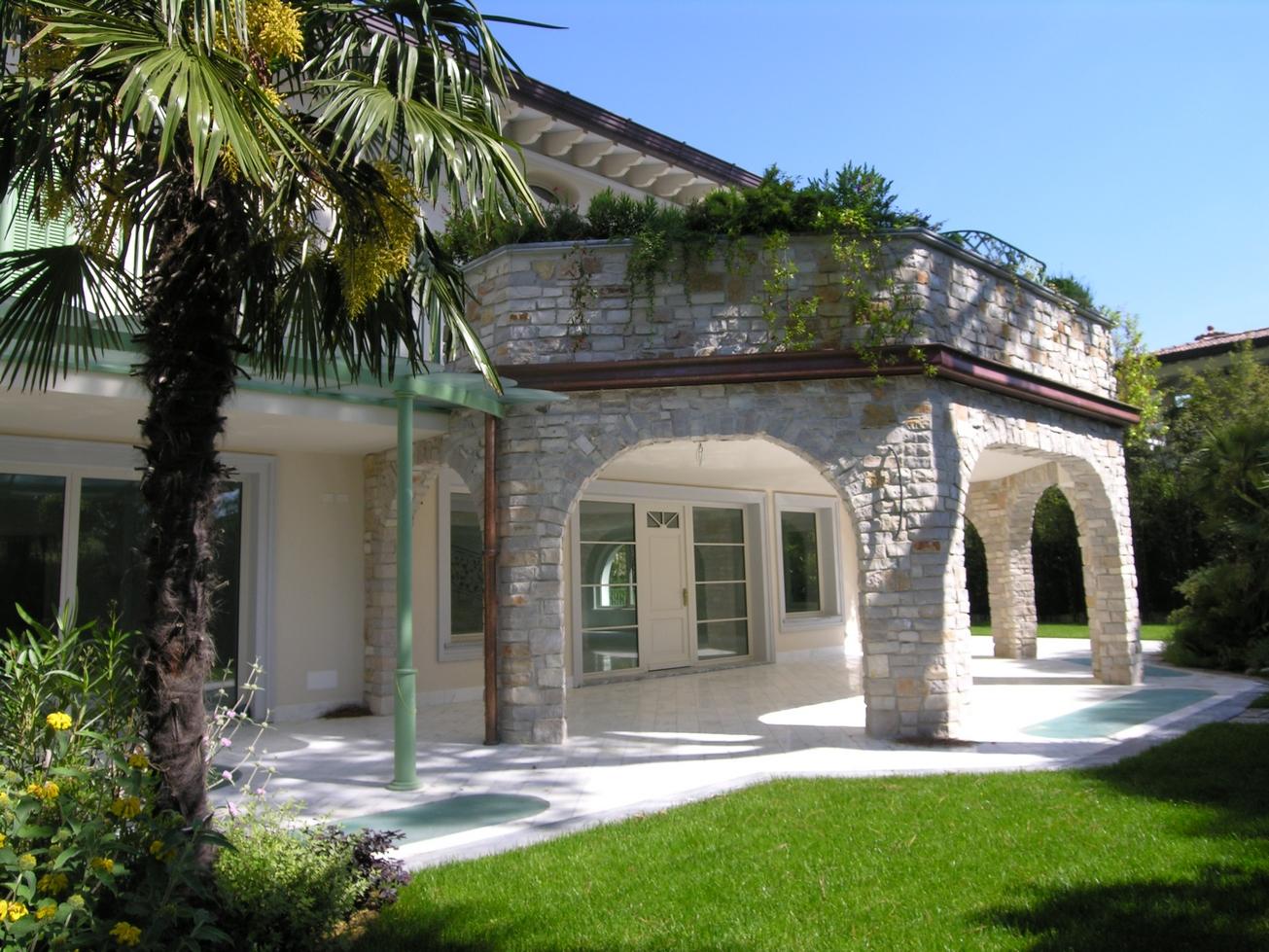 Magnificent Villa near the sea and the center
