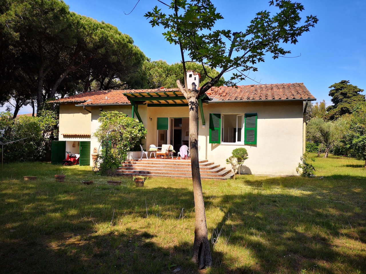 Villa with garden for rent 500 meters from the sea
