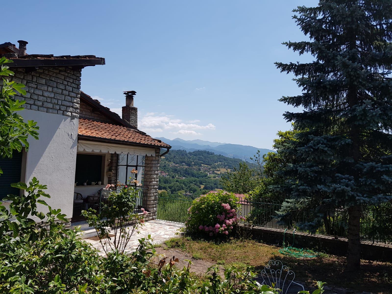 Villa in Camporgiano with incredible mountain views