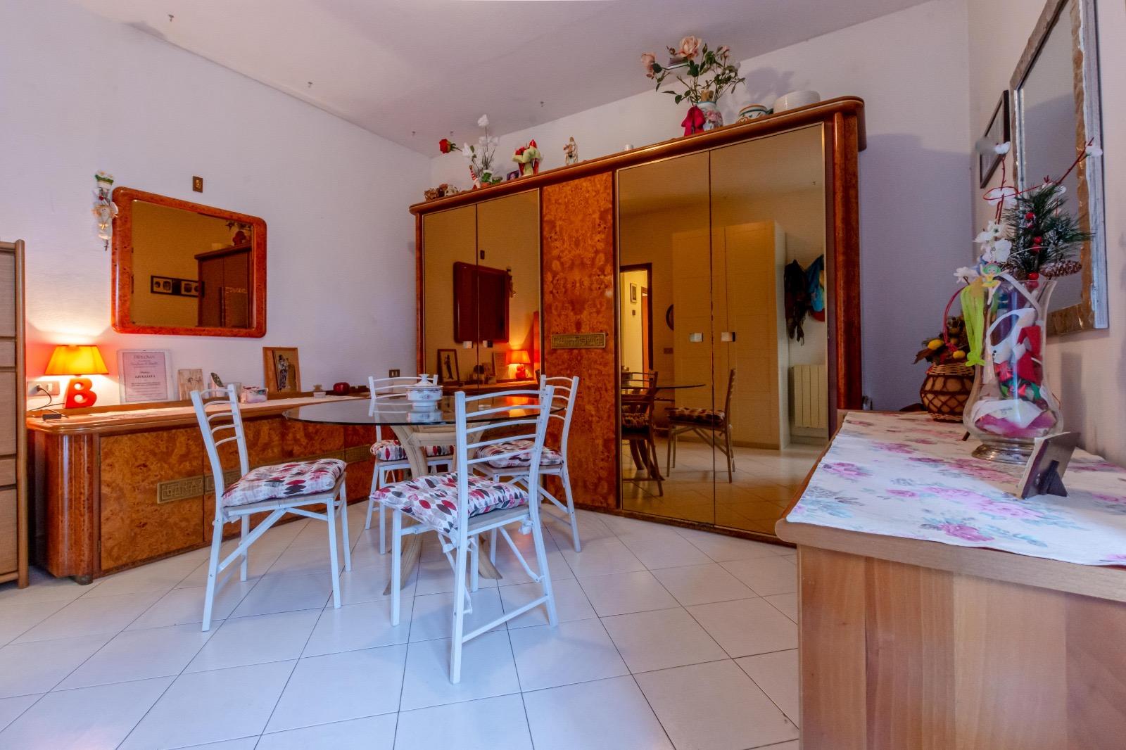 Cozy apartment in Viareggio with a garden